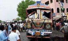 Indijoje sunkvežimiui įsirėžus į minią žuvo mažiausiai 13 žmonių
