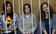 Pussy Riot merginos: Nadežda Tolokonikova, Marija Aliochina ir Jekaterina Samucevič