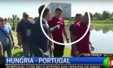 Cristiano Ronaldo išmeta žurnalisto mikrofoną