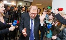 Viktoras Uspaskichas braunasi pro žurnalistus