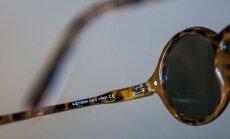 Dvi raidės, į kurias būtina atkreipti dėmesį perkant akinius nuo saulės