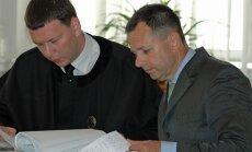Juozas Edvardas Petraitis su advokatu