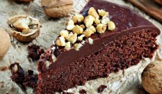 Nuostabus šokoladinis pyragas su riešutais