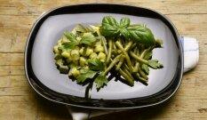 Šparaginių pupelių ir cukinijų salotos