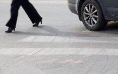 Šiauliuose merginą sužalojęs vairuotojas pabėgo