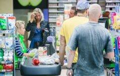 """Iš kasos parduotuvėje """"IKI"""" du jaunuoliai pagrobė 420 eurų"""
