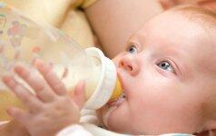 Siūloma uždrausti maitinti kūdikius iš buteliukų