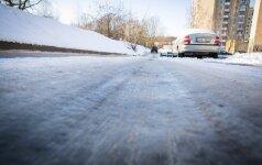 Lietuvoje eismo sąlygas sunkina plikledis ir rūkas