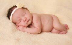Fotografas: nuo gimimo iki 2 savaičių nufotografuoti naujagimiai atrodo ypatingai FOTO