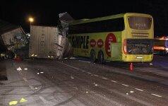 Tragedija Estijoje: sunkvežimis iš Lietuvos susidūrė su autobusu, vienas žuvo, 13 žmonių ligoninėje