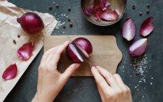 Šeši neįprasti svogūnų lukštų panaudojimo būdai