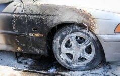 Vilniuje padegtas BMW, ugnis išplito