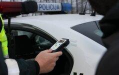 """Alovės kaime sučiuptas vairuotojas be dokumentų """"pripūtė"""" beveik 4 promiles"""