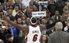 """L.Jamesas nušvilptas Klivlande, """"Raptors"""" ekipa pralaimėjo NBA autsaideriams, o J.Linas pirmąkart nuvylė"""