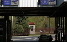 Lenkija mėnesiui atnaujins savo vidaus sienų kontrolę