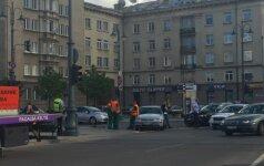 Prie Seimo per avariją sudaužyti du automobiliai