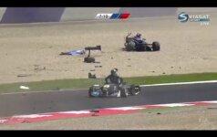 Lenktynėse Austrijoje – kraupi avarija: automobiliai skraidė ir dužo į šipulius