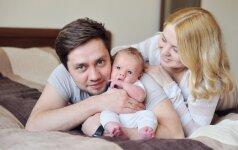 Psichologė: kas iš tiesų nutinka vyro ir moters santykiams gimus vaikui