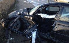 Miesto centre BMW nepraleido visureigio: sužaloti trys žmonės, susidarė milžiniškos spūstys