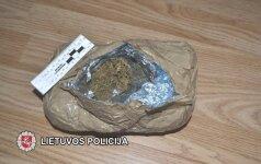 Kurjerių išmonė: narkotikus iš Ispanijos vežė tarp papuvusių vaisių