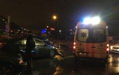 Vilniuje susidūrė trys automobiliai, iškviesti ugniagesiai