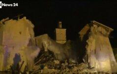 Tiesioginiame TV eteryje užfiksuota griūvanti Italijos bažnyčia