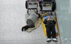 Ką veikti, jei ilgam laikui įstrigote oro uoste?