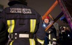 Ignalinoje atvira liepsna degė namas