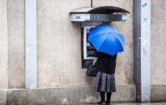 Neapsigaukite: feisbuke sklinda klaidinantys raginimai dėl bankomatų