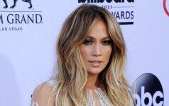 Jennifer Lopez ant raudono kilimo vėl parodė, kaip subtiliai moka perteikti seksualumą