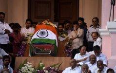 Tūkstančiai žmonių Indijoje gedi mirusios politinės žvaigždės J. Jajalalitos