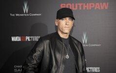 Po daug metų viešumoje vėl pasirodęs Eminemas nustebino kitokia išvaizda – užsiaugino barzdą