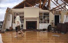 JAV pietuose smarkios audros ir tornadai, yra žuvusių