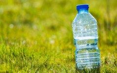 Mokslininkai perspėja: plastikinių butelių antrą kartą geriau nenaudokite