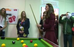 Kembridžo kunigaikštienė K. Middleton Velse su vaikais žaidė pulą