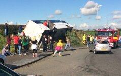 Rangers fanų autobuso avarija (Ryan Rowe/PA nuotr.)