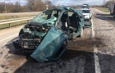 Tragiška avarija Kaune: po smūgio į sunkvežimį žuvo automobilio vairuotojas