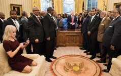 D. Trumpo patarėja dėl elgesio Ovaliajame kabinete sukėlė pasipiktinimo bangą