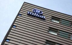 """""""Hilton"""" žada išsipirkti savo kompanijos akcijų už milijardą dolerių"""