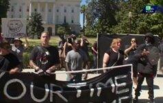 Kalifornijoje protestuotojams susirėmus su neonacių eitynių dalyviais sužalota 10 žmonių