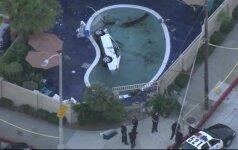 JAV automobilis įvažiavo į motelio baseiną, sužeisti 8 žmonės