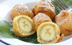 Kepti bananai tešloje