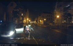Nufilmuota: per naktinę Klaipėdą girtas lėkė didžiuliu greičiu ir nepaisydamas šviesoforų