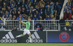 Luukas de Jongas (PSV) džiaugiasi įvarčiu Rostovo stadione