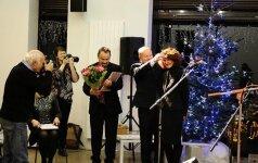 E. Drungytei įteikiama A. Baranausko literatūros premija