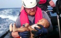 Nuskendusio vaiko nuotrauka - dar vienas smūgis Europai, neišsprendžiančiai pabėgėlių krizės