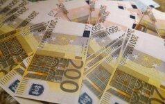 Pusšimtį žmonių be pinigų palikusi kasininkė keliauja į teisiamųjų suolą