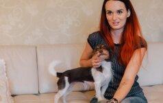Su keturiais šunimis gyvenanti moteris: jie – mano laimė ir mano našta