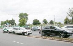 Judrioje Vilniaus sankryžoje susidūrė keturi automobiliai, strigo eismas