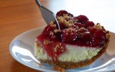 PASAKIŠKAI SKANU: nekeptas rikotos tortas su trešnėmis